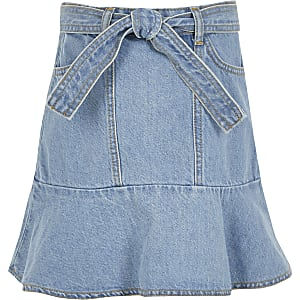 Blauer Rüschen-Jeansrock mit Bindegürtel