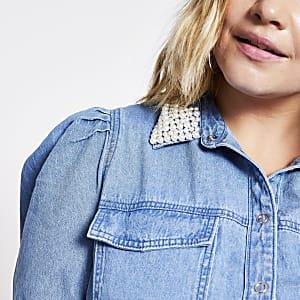 Plus – Blaues Jeanshemd mit Perlenkragen