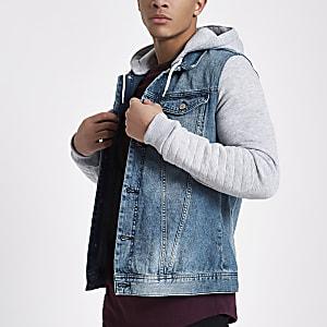 Blaue Jeansjacke mit Jersey-Kapuze