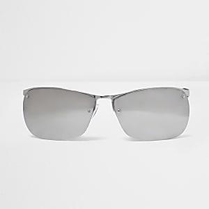Silberne, sportliche Sonnenbrille