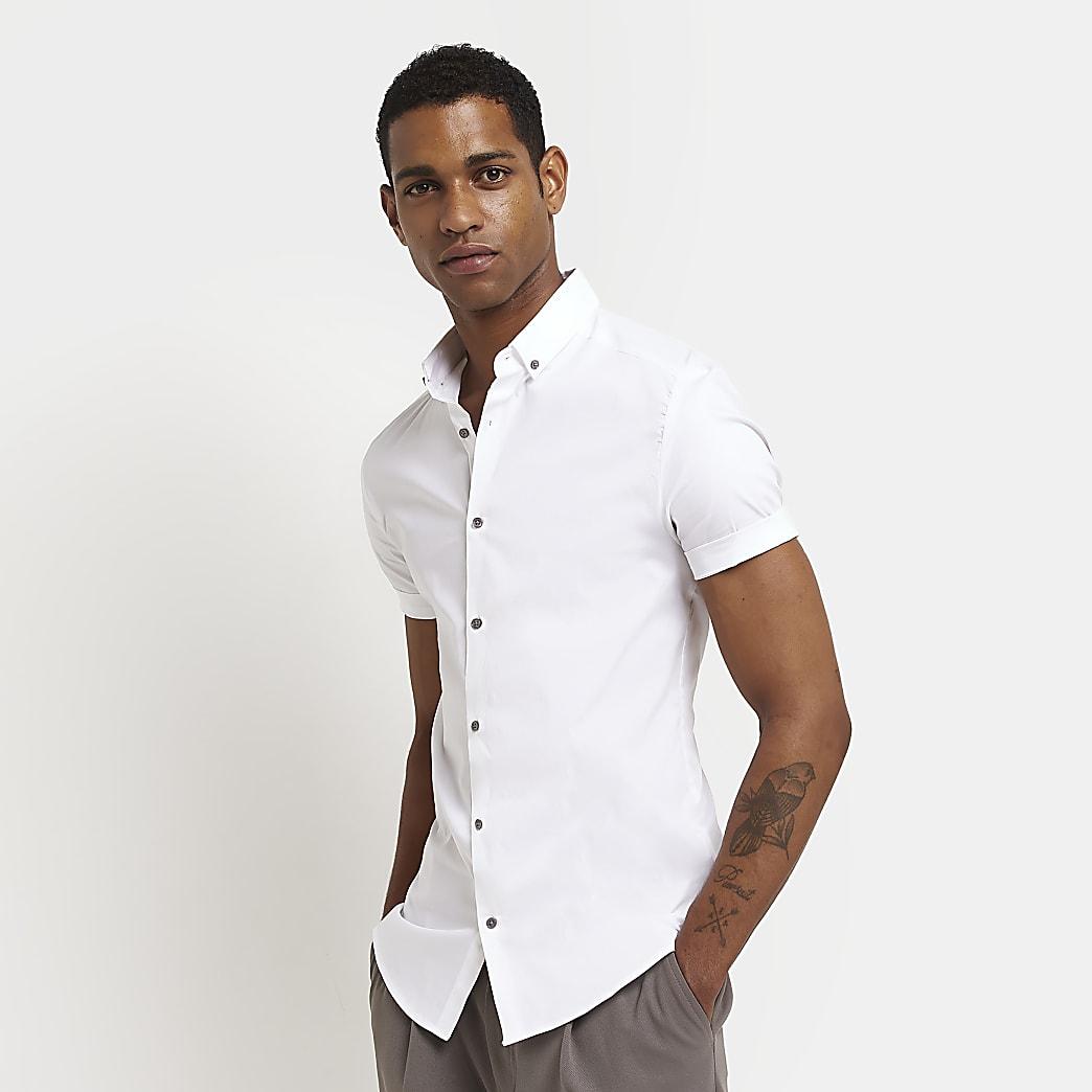 Wit aansluitend overhemd met korte mouwen