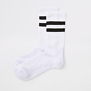 Witte sokken met zwarte strepen