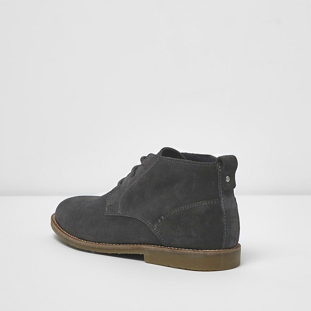 7c029f0bb6f7f5 Graue Chukkastiefel aus Wildleder - Stiefel - Schuhe   Stiefel - Herren