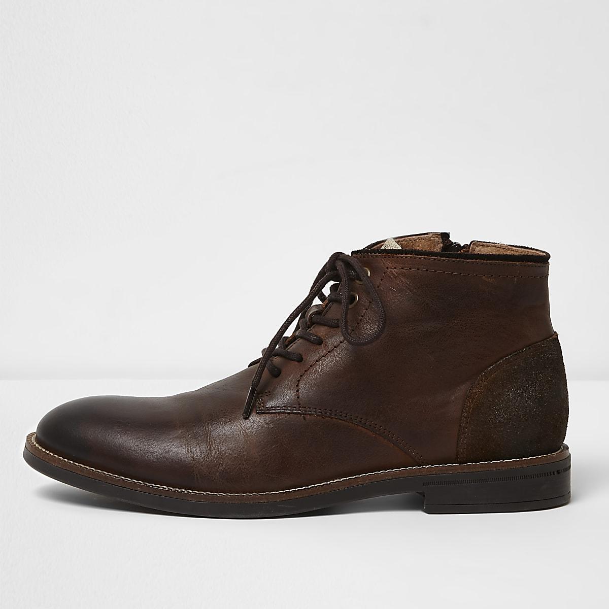 Donkerbruine leren enkelhoge schoenen