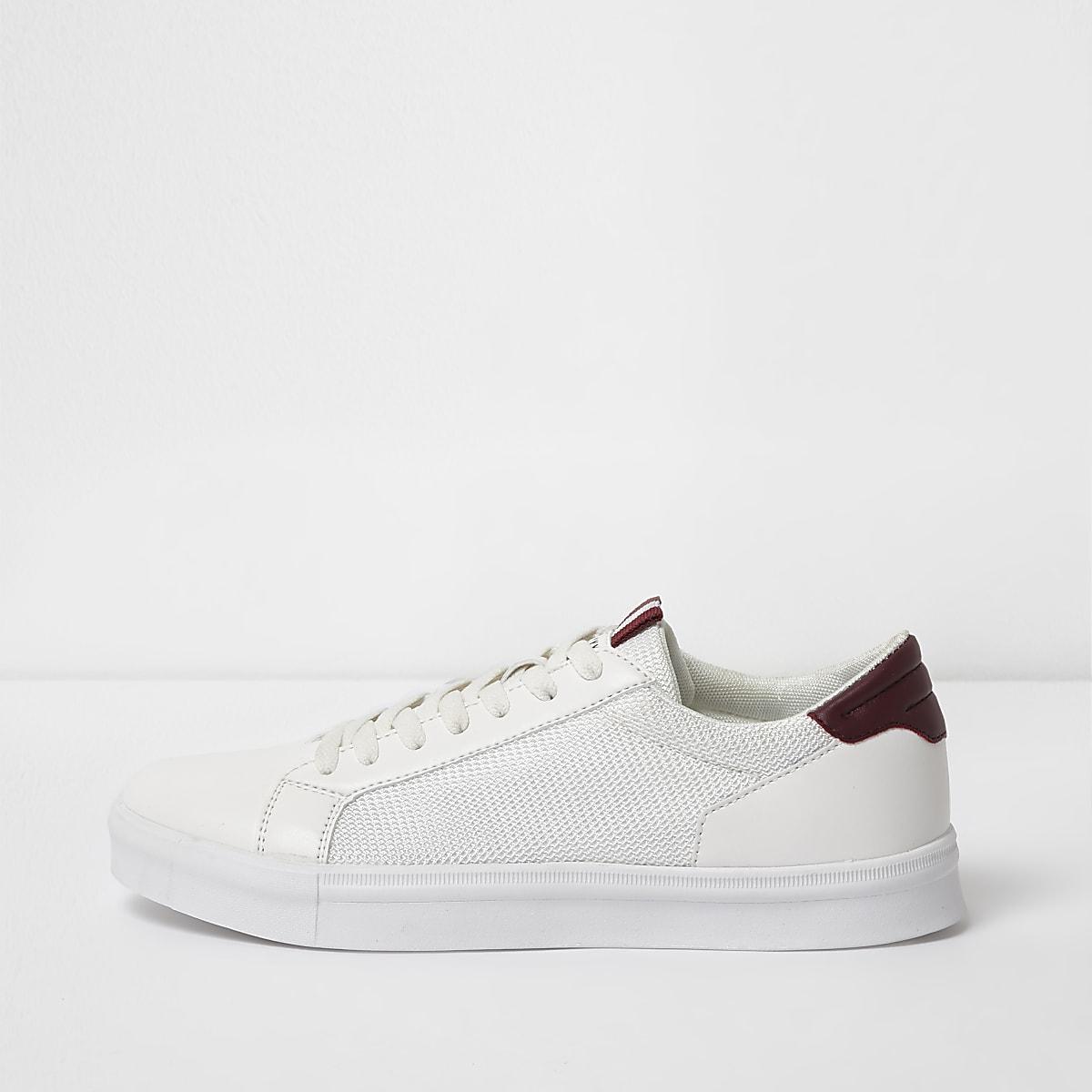 Witte vetersneakers met zijpaneel van mesh