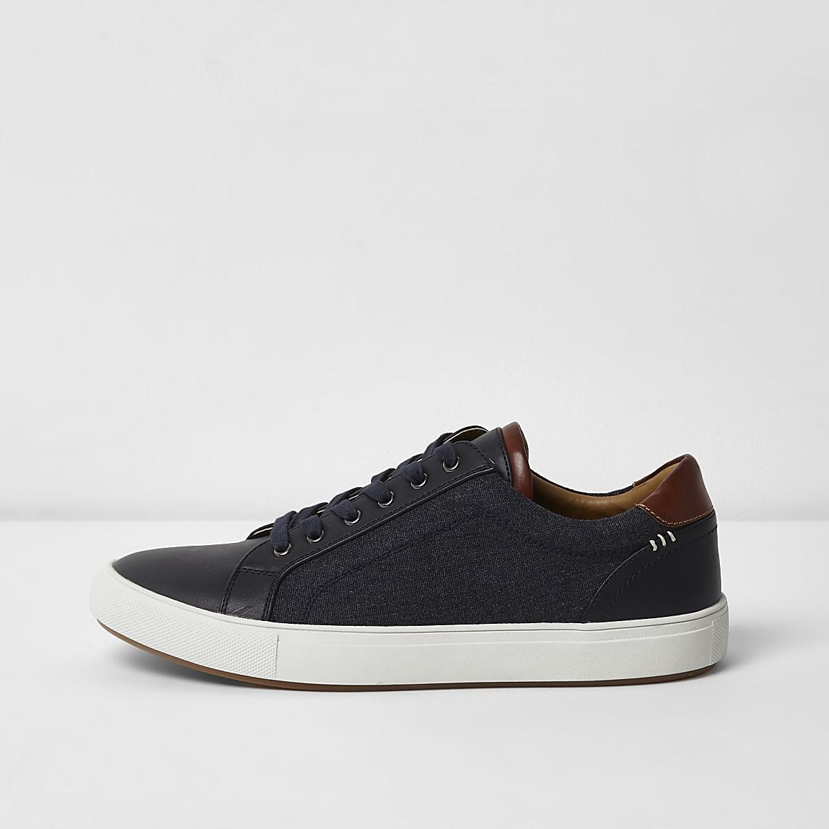 Marineblaue Sneaker zum Schnüren mit Jeanseinsatz