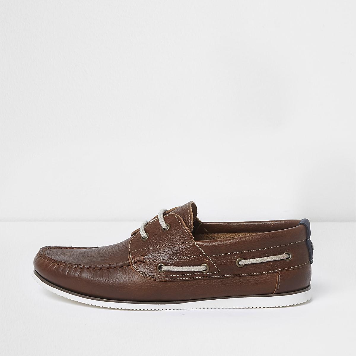 Chaussures bateau en cuir marron fauve à lacets