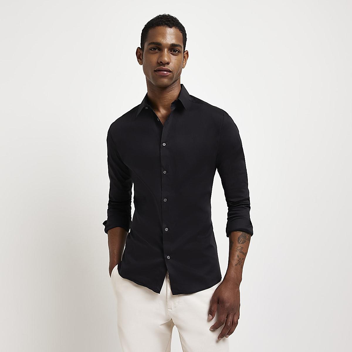 Zwart aansluitend overhemd met lange mouwen
