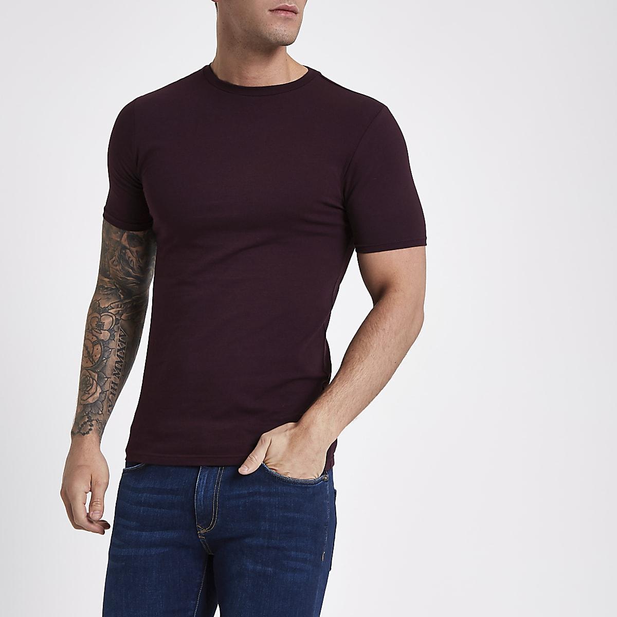 T-shirt ajusté rouge foncé à col ras-du-cou