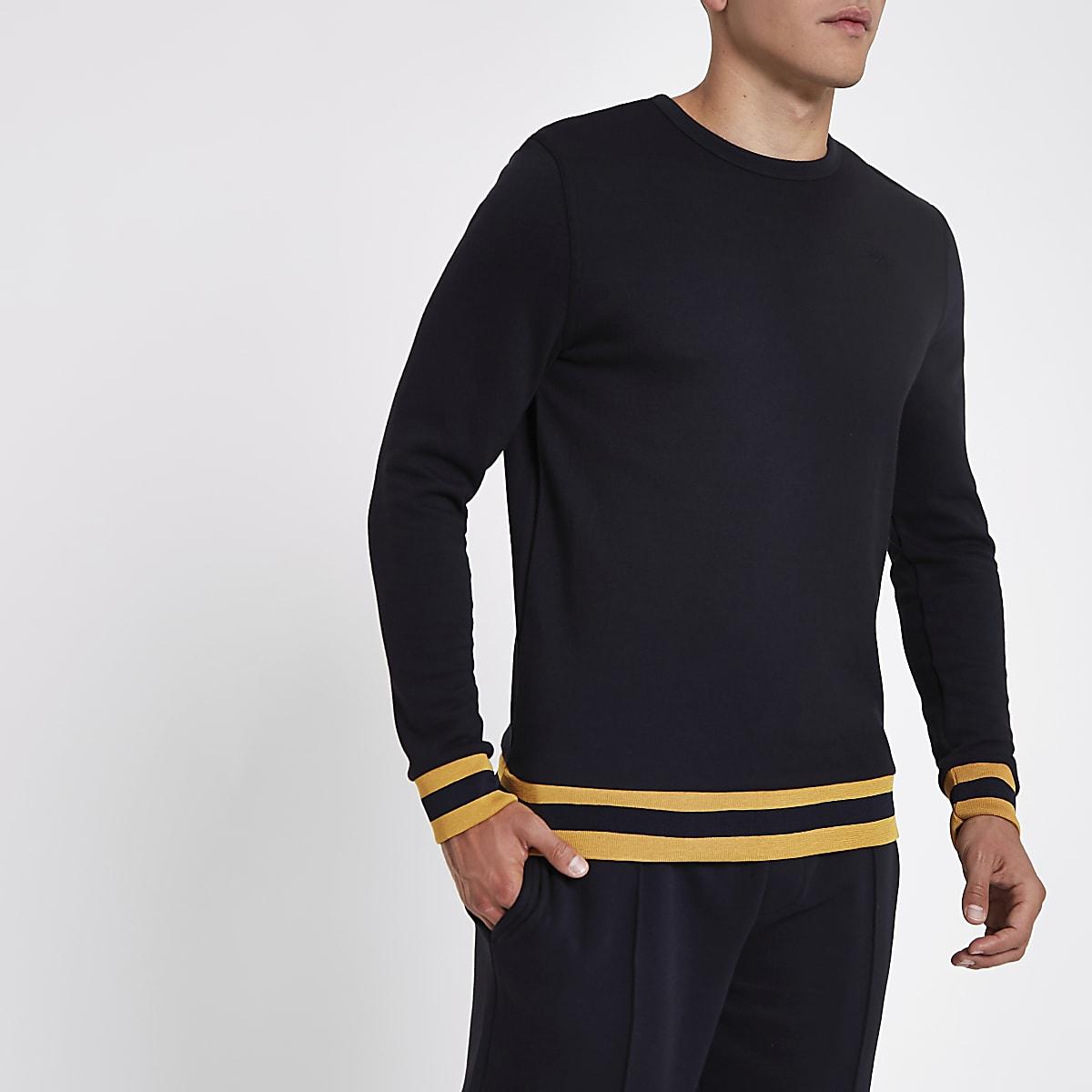 Marineblauwe slim-fit sweater met ronde hals