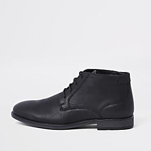 Schwarze Chukka-Stiefel zum Schnüren