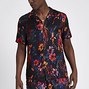 Chemise noire fleurie à col à revers et manches courtes