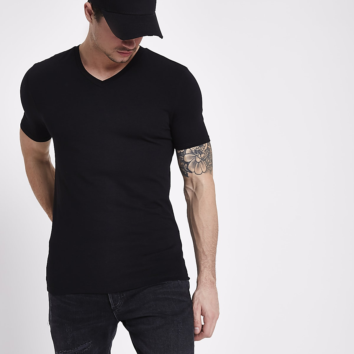b8395107c88 Black muscle fit V neck T-shirt