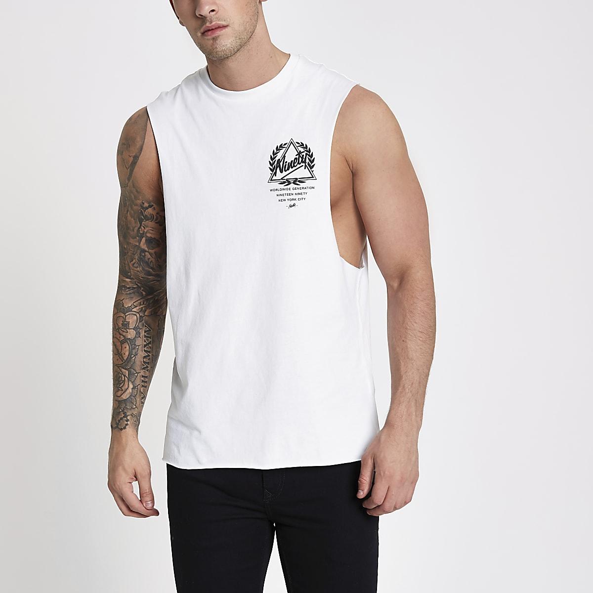 Wit tankhemdje met 'ninety'-print