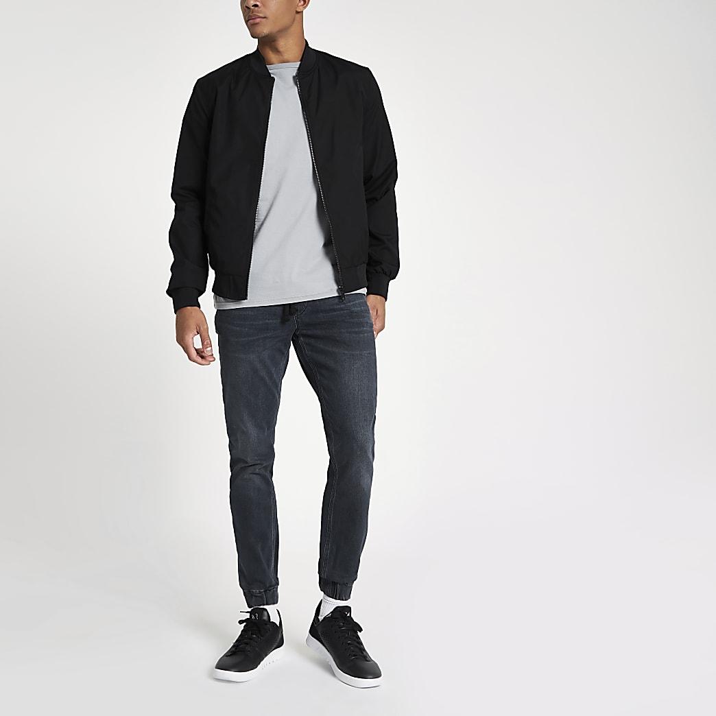 Ryan – Jeans in dunkelblauer Waschung