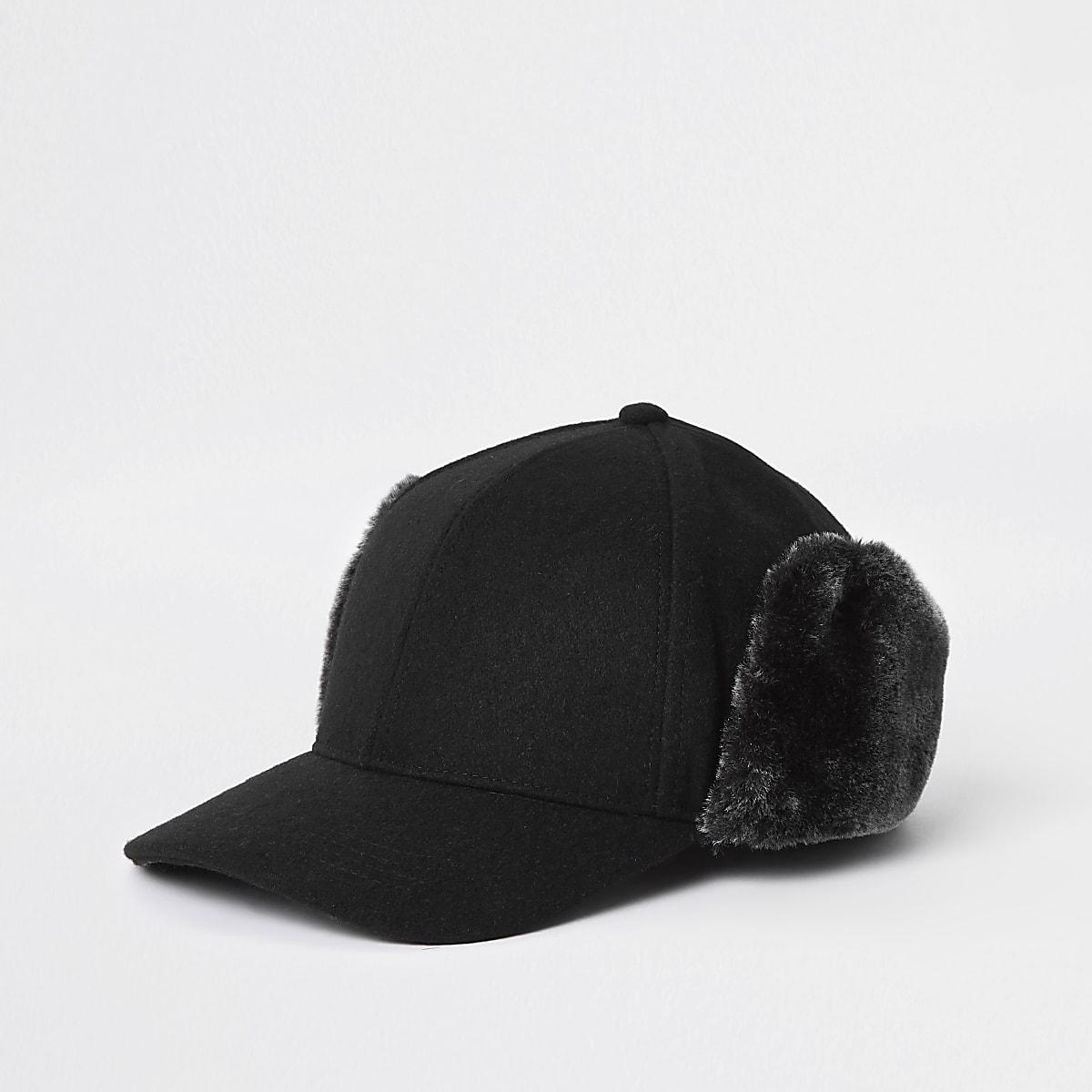 Casquette noire en fausse fourrure