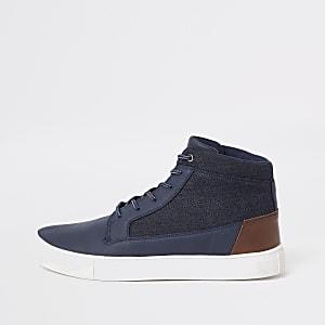 Marineblaue Sneaker, weite Passform