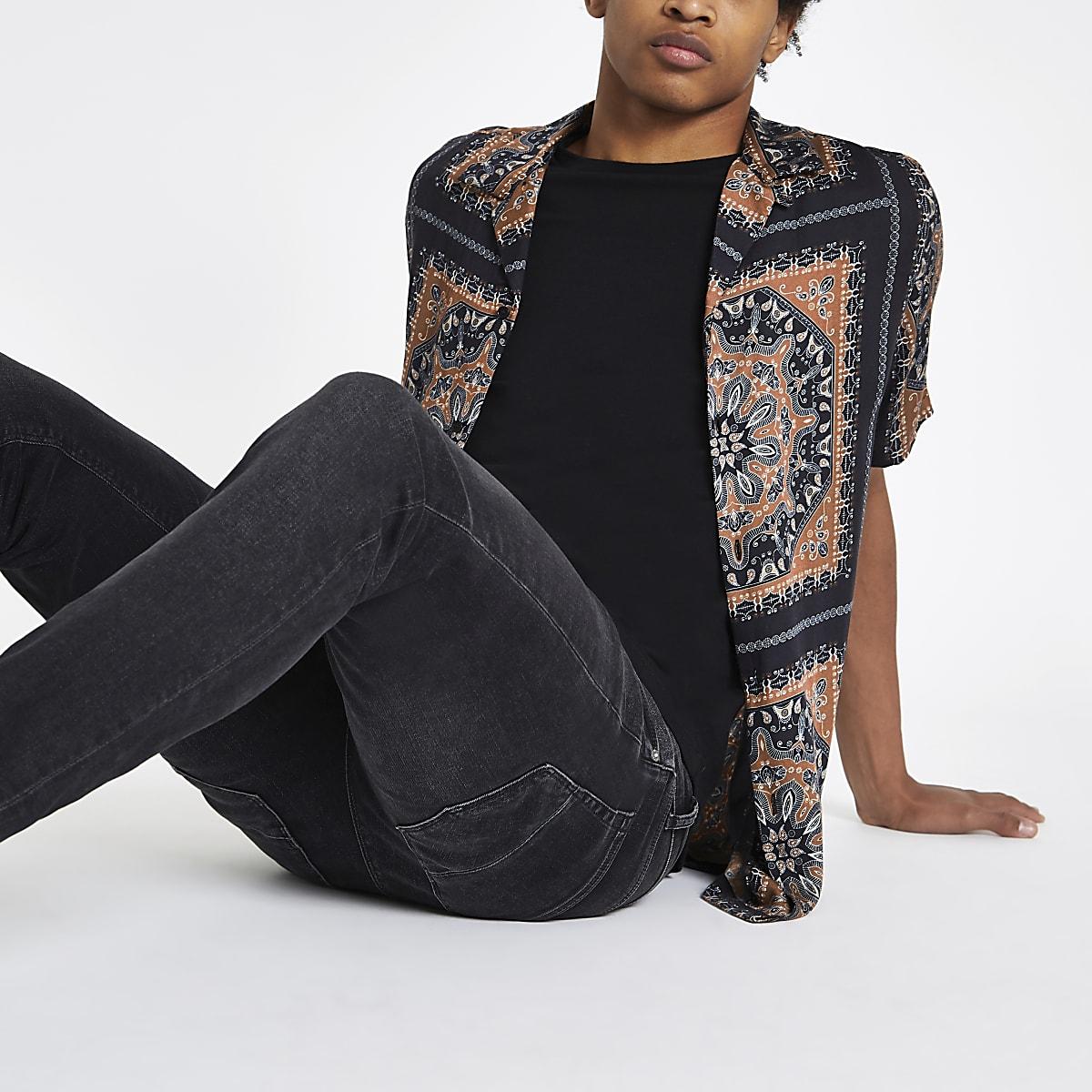 Black scarf print short sleeve shirt