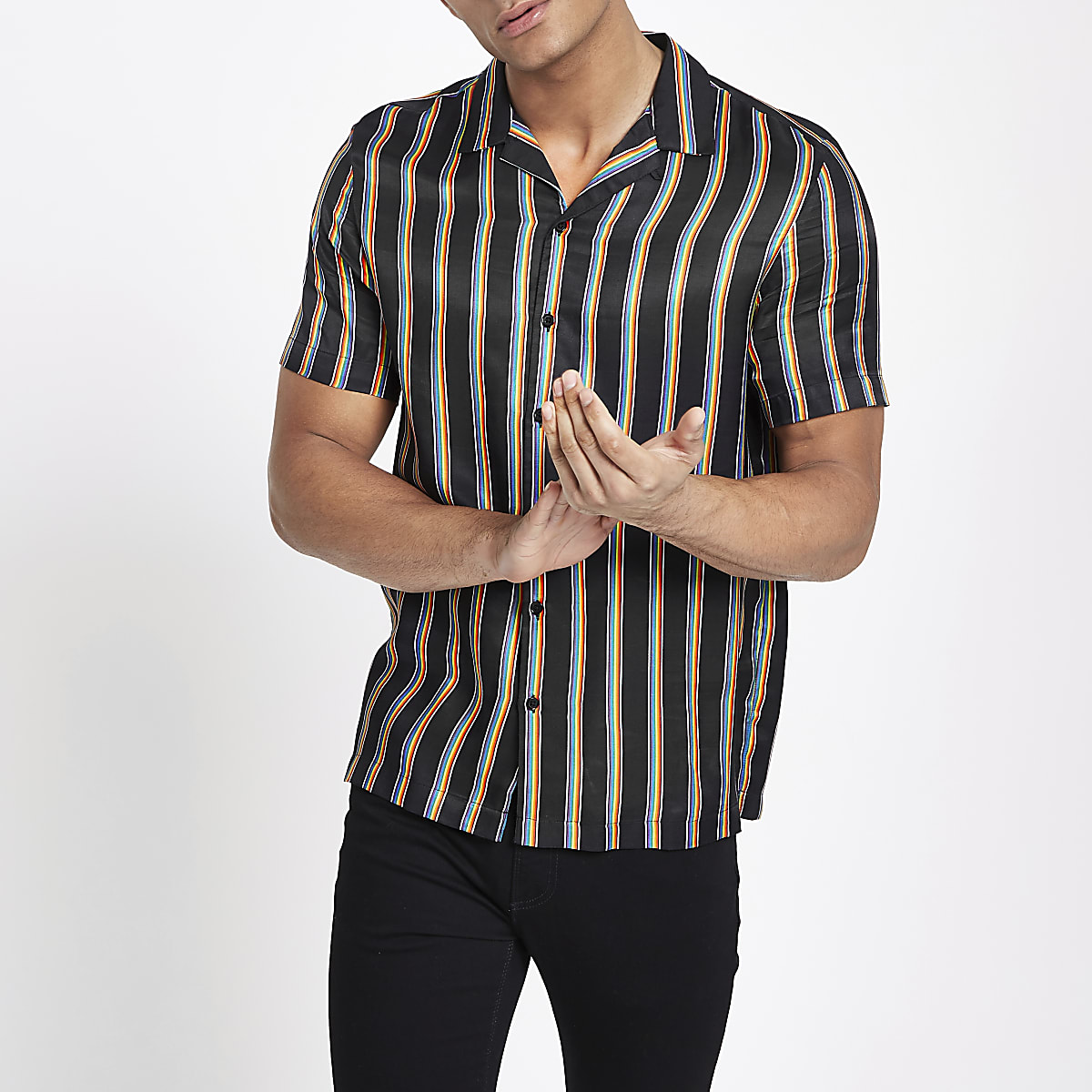 Schwarzes Wendehemd mit Regenbogen-Print