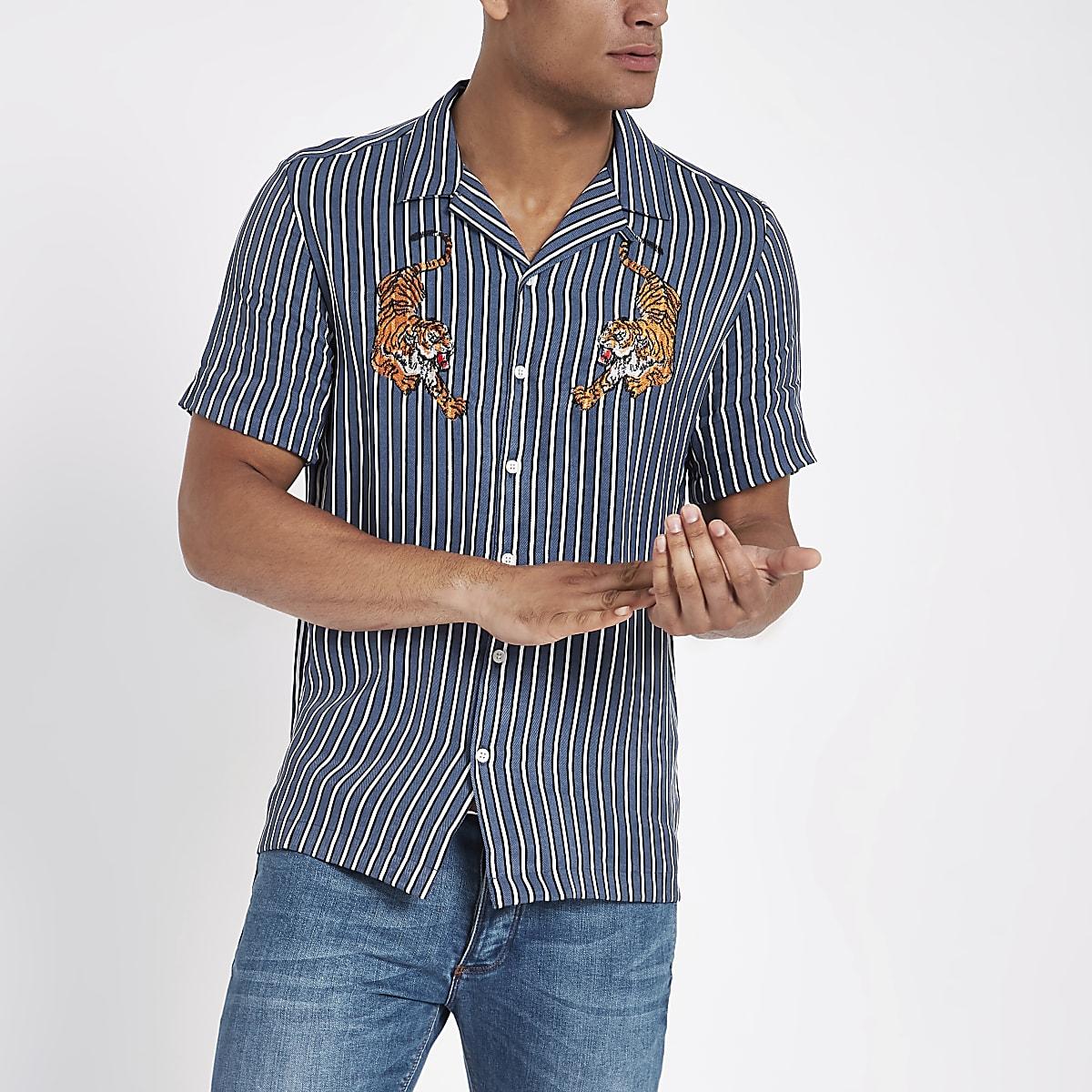 Chemise rayée bleue à tigres brodés