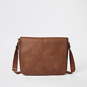 Bruine satchel van imitatieleer met flap