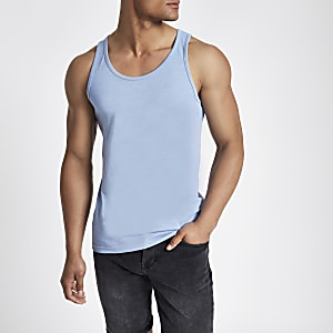 Blauw hemdje met lage hals