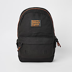 Superdry Originals – Schwarzer Rucksack mit Logo