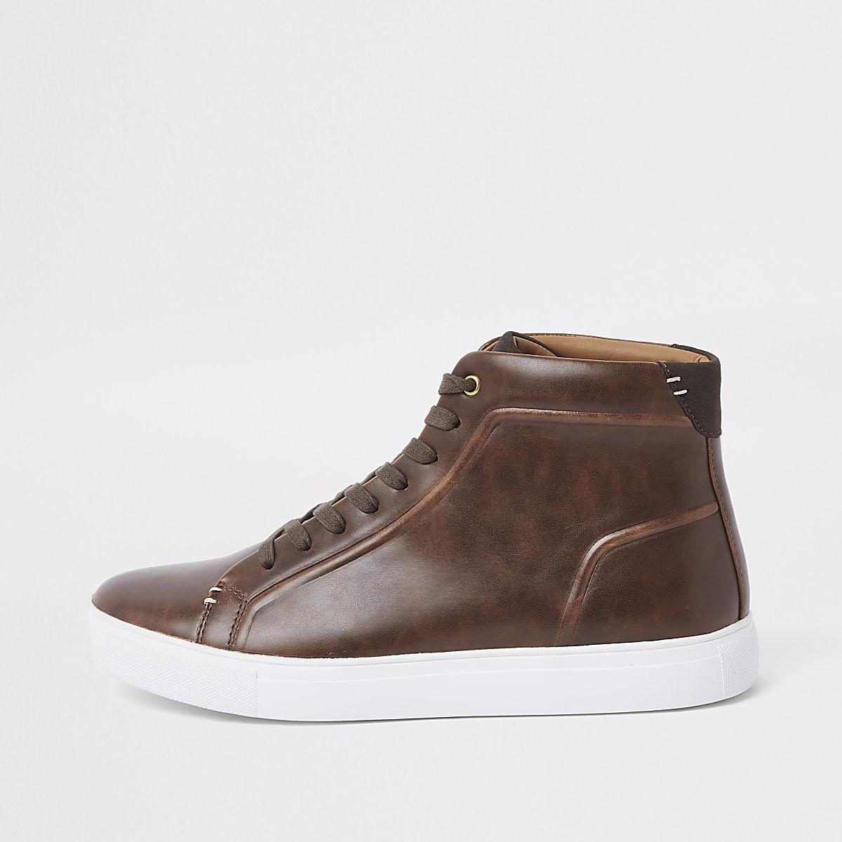 19e1d79f922 Bruine hoge sneakers met vetersluiting Bruine hoge sneakers met  vetersluiting ...