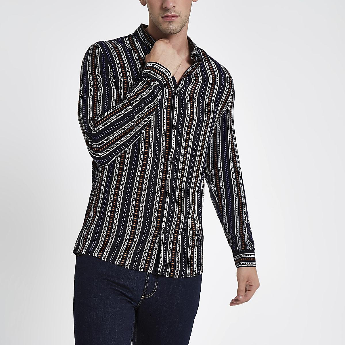 Zwart overhemd met lange mouwen, strepen en aztekenprint