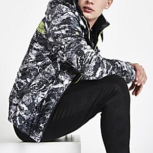 Superdry - Zwarte jas met camouflageprint en opstaande kraag