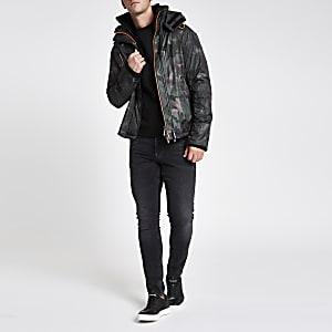 Superdry - Donkergroene jas met camouflageprint en opstaande kraag