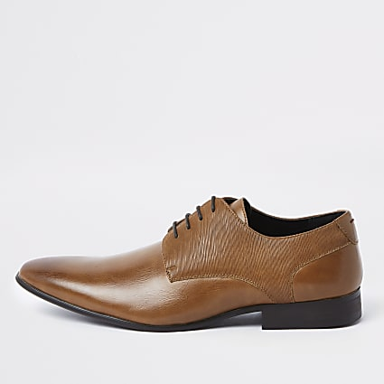 Brown line embossed lace-up derby shoes