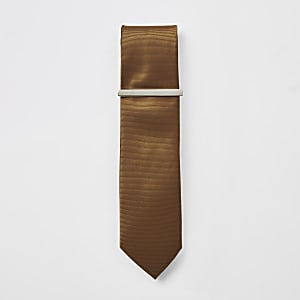 Brown textured tie and tie clip