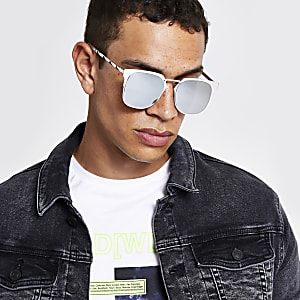 Zilverkleurige zonnebril in retro stijl