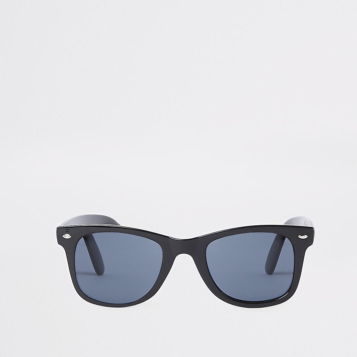 f057800b3cd1e8 ... Zwarte smalle retro zonnebril met vierkant montuur en blauwe glazen ...