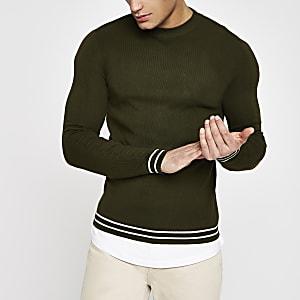 Groene aansluitende trui met ronde hals en contrastrandje