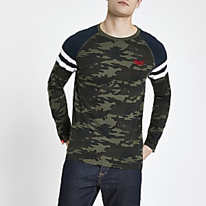 Superdry - Kaki T-shirt met camouflageprint en lange mouwen