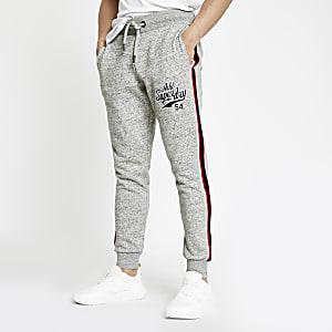 Superdry – Pantalon de jogging gris à motif appliqué