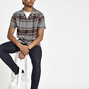 Chemise à carreaux noire avec col à revers