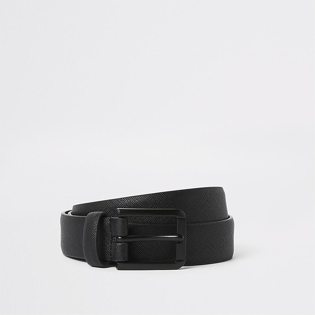 Schwarzer, strukturierter Gürtel