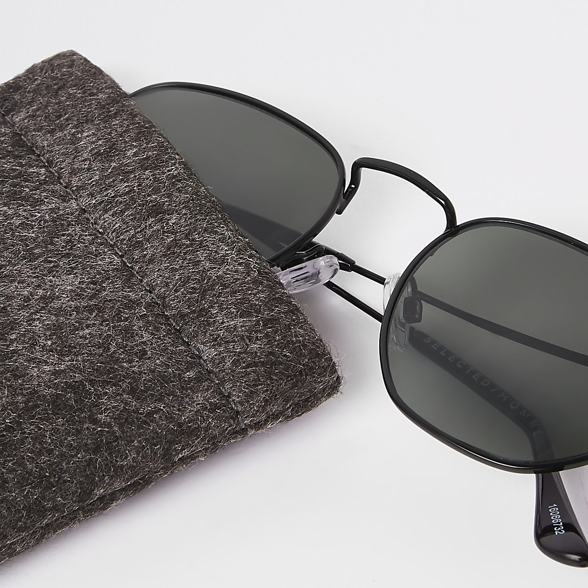 80a9942434f4e3 Selected Homme - Zwarte zeshoekige zonnebril - Retro zonnebrillen ...