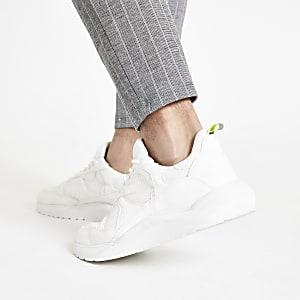 Witte vetersneakers met stevige zool