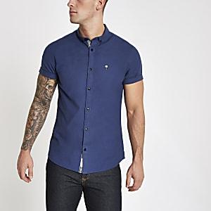 Chemise Oxford ajustée bleue à broderie rose