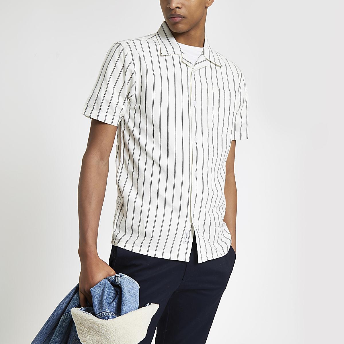 Bellfield – Weißes Hemd mit vertikalen Streifen