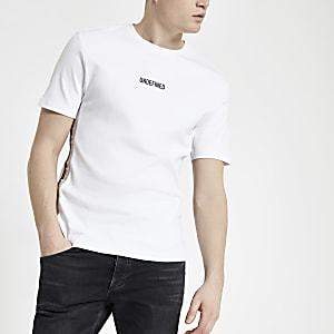 Wit aansluitend T-shirt met 'Undefined'-print en bies