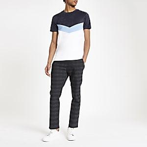 Wit slim-fit T-shirt met zigzagmotief en kleurvlakken
