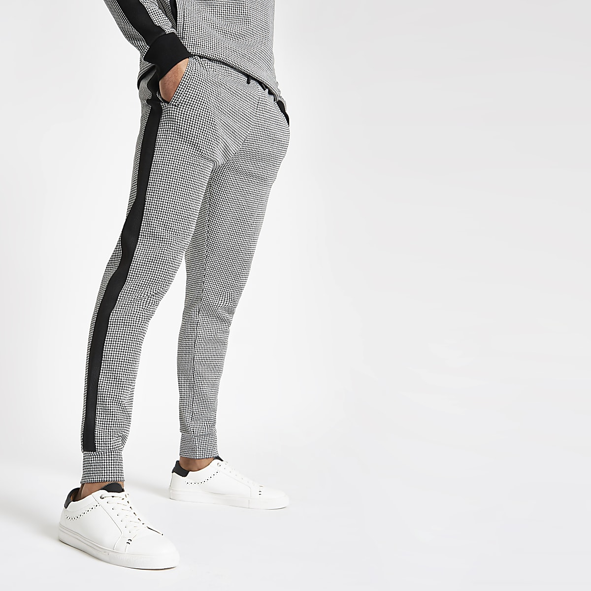 Black dogtooth check slim fit joggers