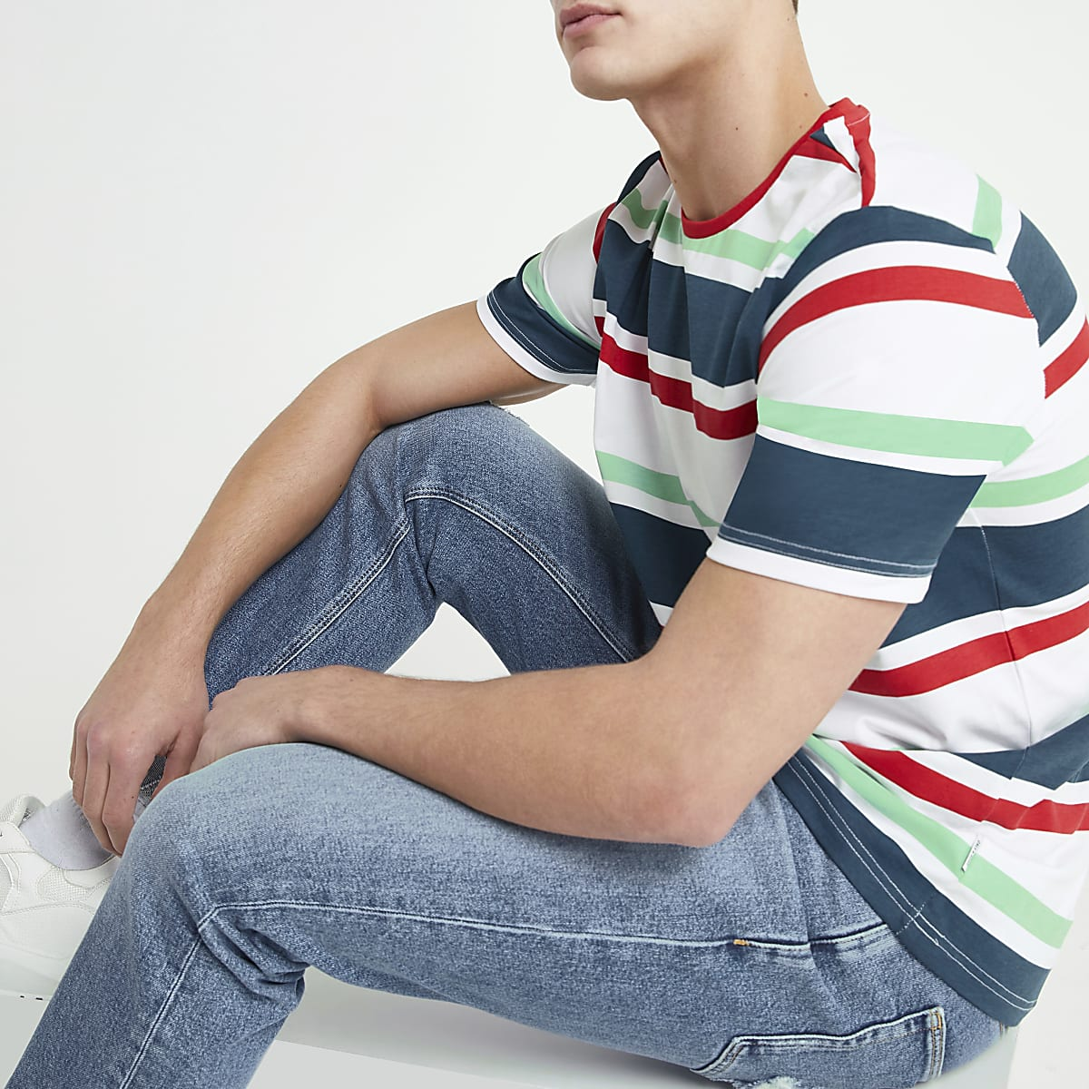 Only & Sons – T-shirt blanc à rayures multicolores