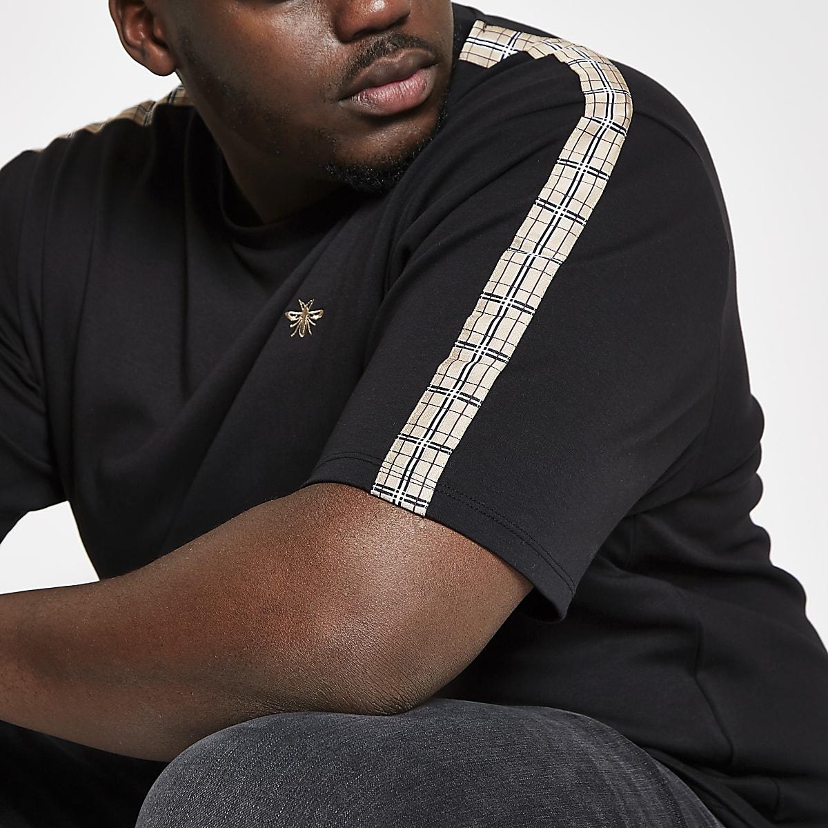 Big and Tall – T-shirt noir avec bandes latérales à carreaux sur les manches
