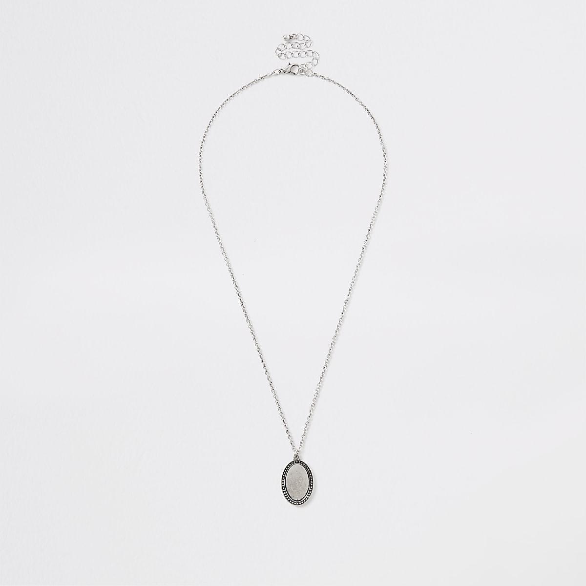 Collier ovale argenté